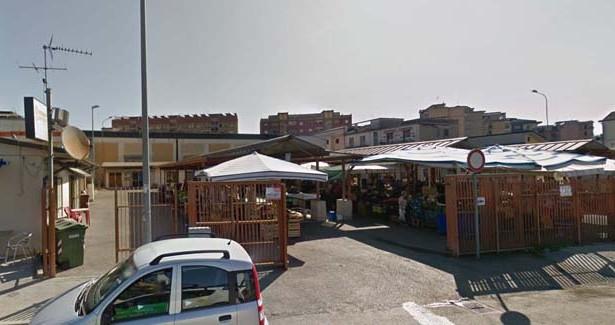 I mercati degli alimentari di Benevento riaperti senza rispettare le Misure anti coronavirus.