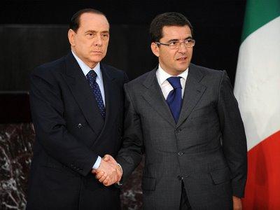 http://www.altrabenevento.org/altrabenevento/wp-content/uploads/cosentino_e_berlusconi.jpg